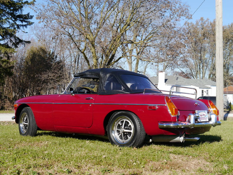 4760128266377 low res 1974 mg mgb