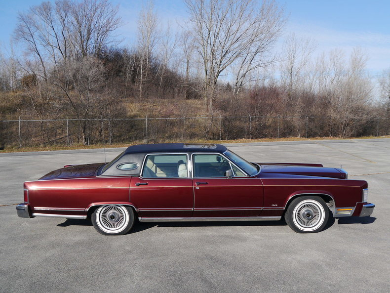 489197ed0d430 low res 1979 lincoln town car