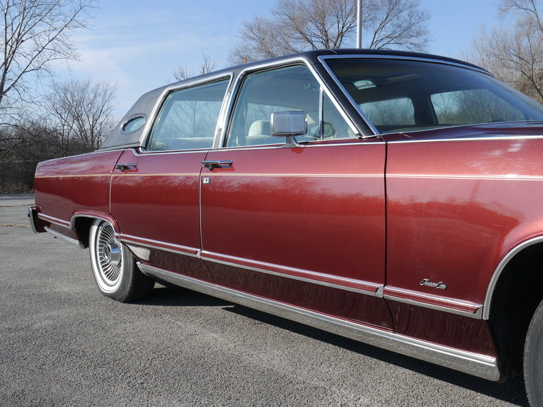 489223e9c2547 low res 1979 lincoln town car