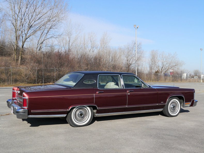 48926ab59c969 low res 1979 lincoln town car