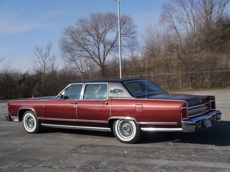 48947631f40d6 low res 1979 lincoln town car