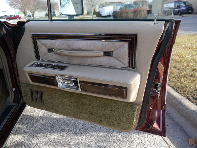 4898846ddb893 low res 1979 lincoln town car