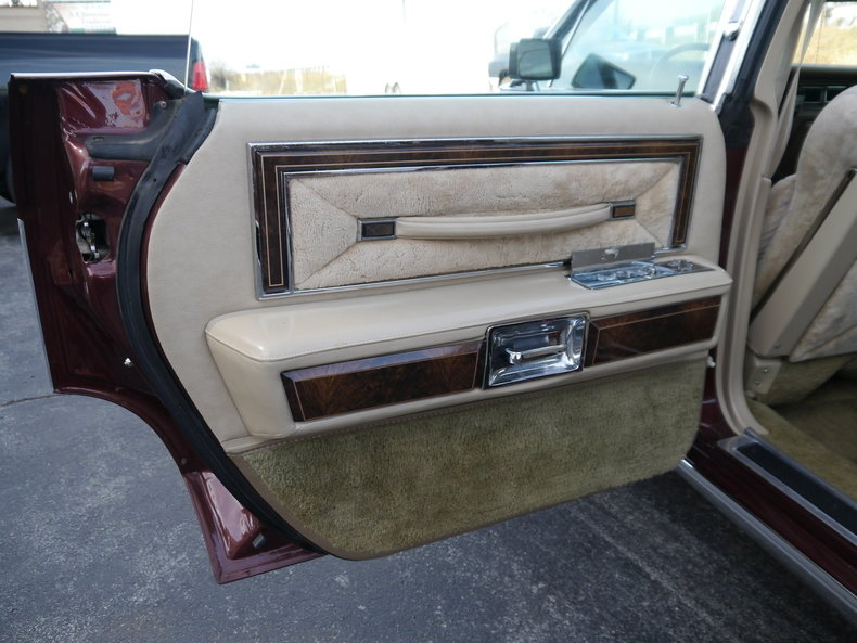 489893683631b low res 1979 lincoln town car
