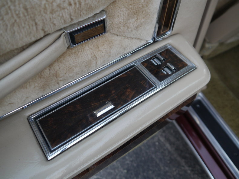 4899348271212 low res 1979 lincoln town car