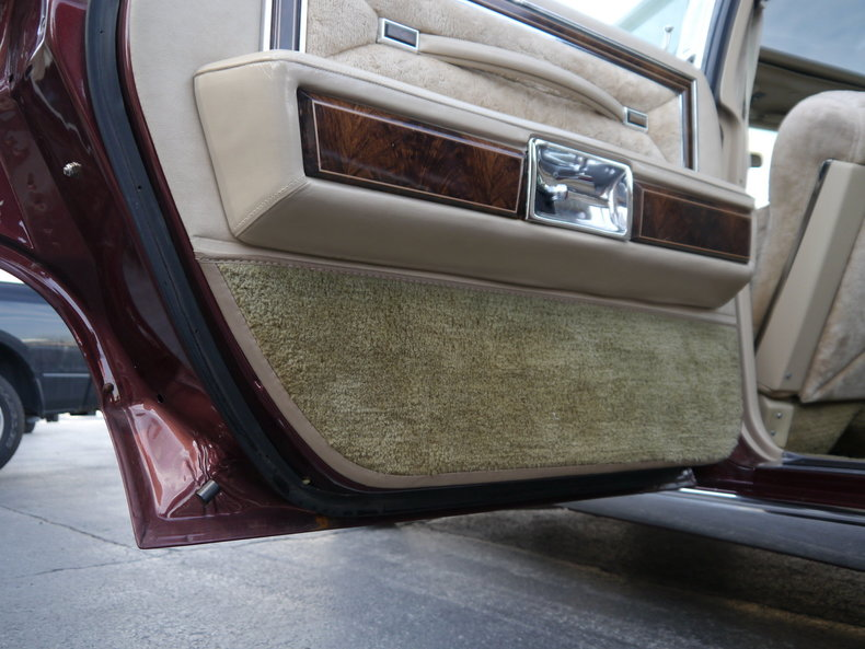 489949a34b651 low res 1979 lincoln town car