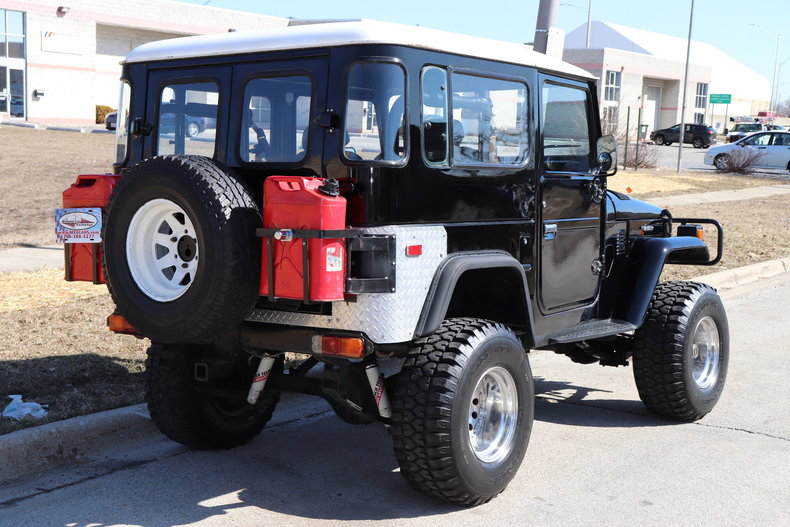 5055759a35feb low res 1977 toyota land cruiser
