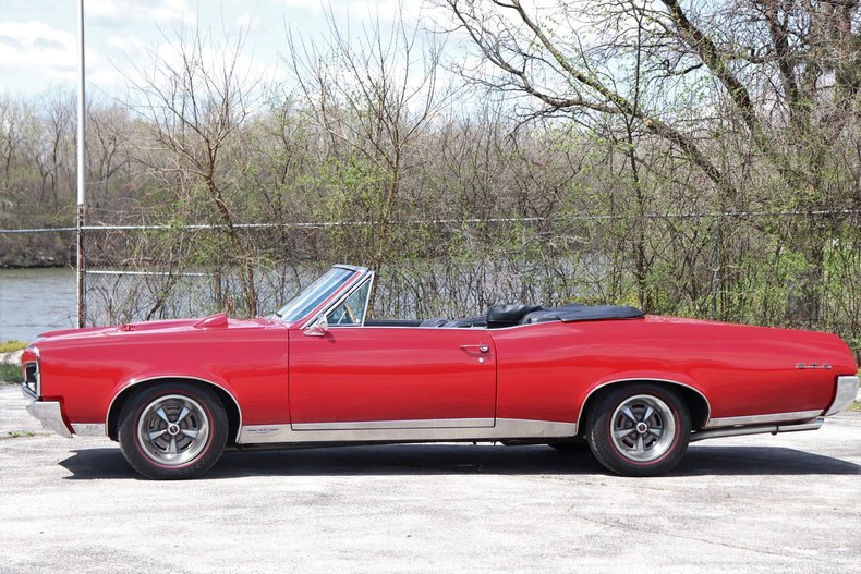 51970c78dc580 low res 1967 pontiac gto convertible