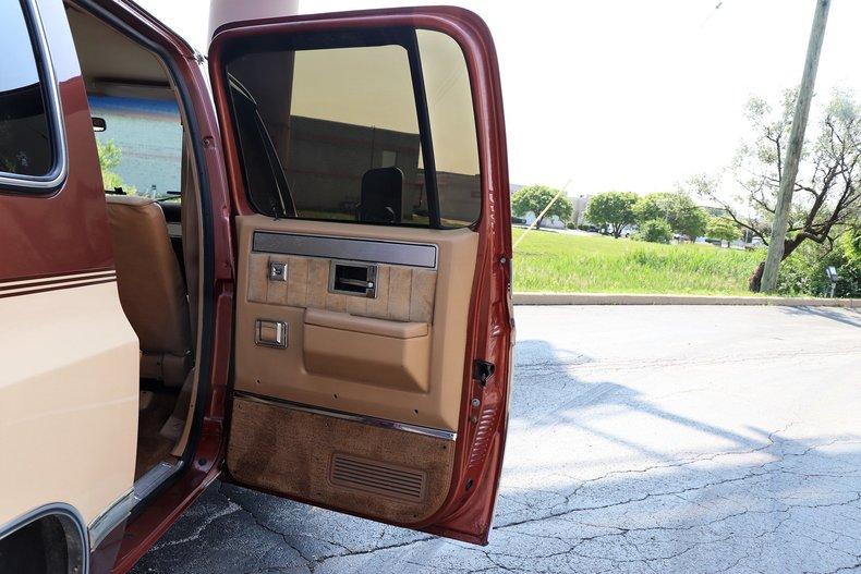 54028308c410e low res 1986 chevrolet suburban c20