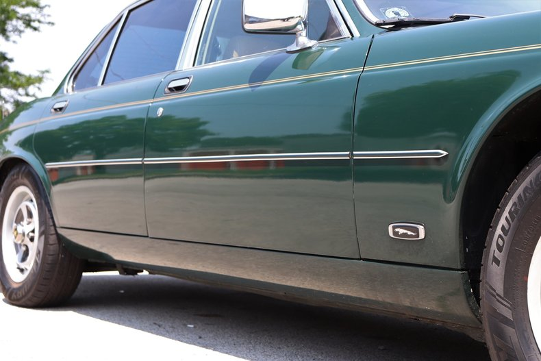 542050243079e low res 1987 jaguar xj6