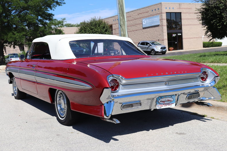 54844134f0803 low res 1961 oldsmobile starfire