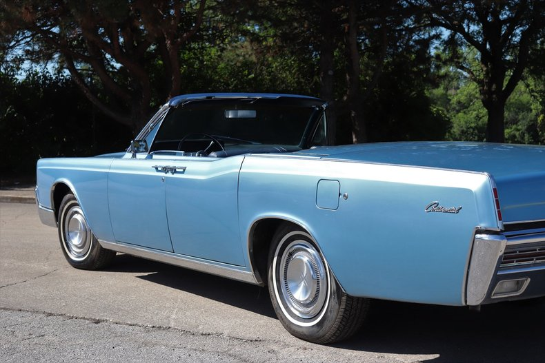 554241590e520 low res 1967 lincoln continental
