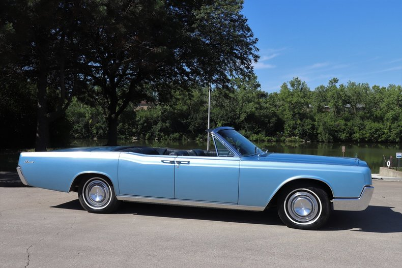 554521176a1c6 low res 1967 lincoln continental
