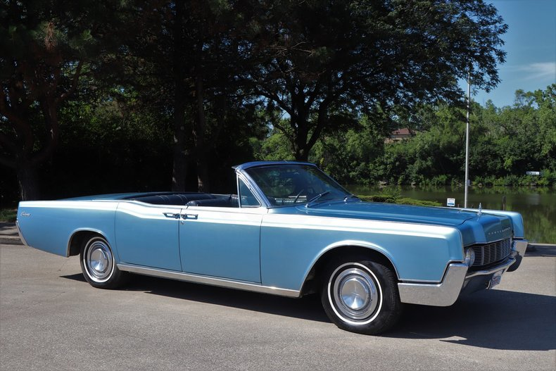 554542315b457 low res 1967 lincoln continental