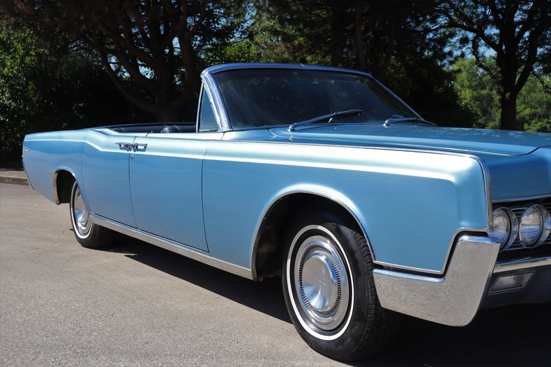 55457805a1237 low res 1967 lincoln continental
