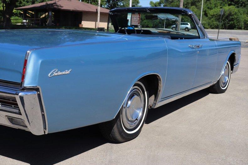 55462e4e5d5f8 low res 1967 lincoln continental