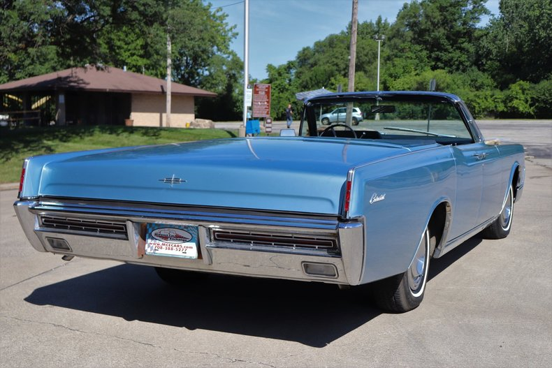 5546395655618 low res 1967 lincoln continental