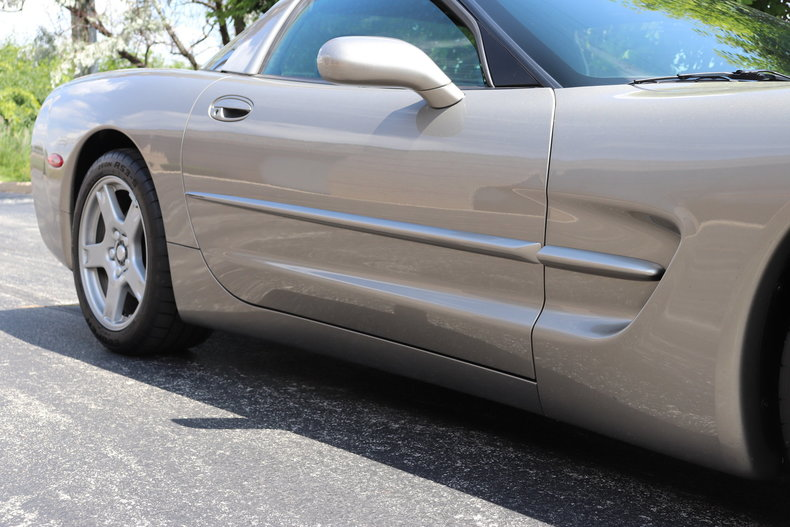 5656747591932 low res 1998 chevrolet corvette