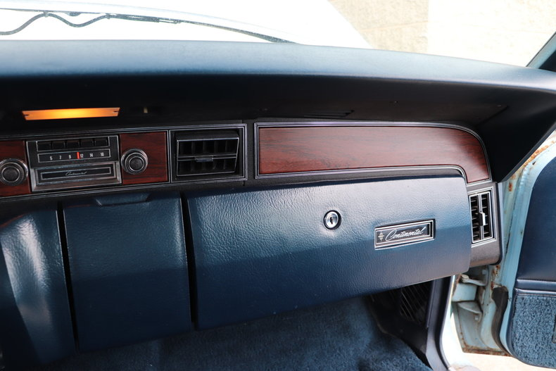 56784e41c3628 low res 1972 lincoln continental