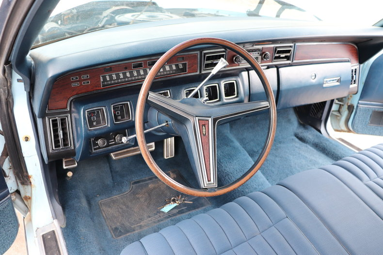 567959018587c low res 1972 lincoln continental