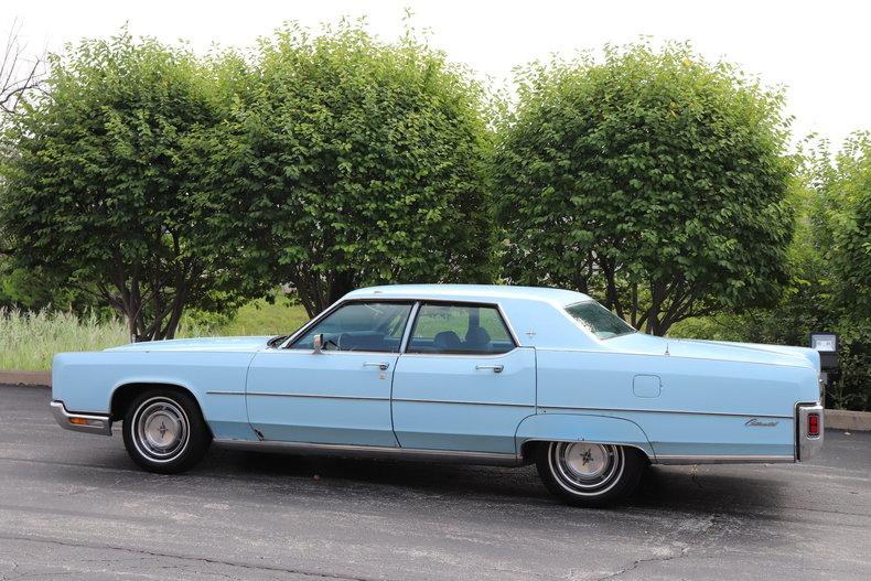 56816239c01c3 low res 1972 lincoln continental