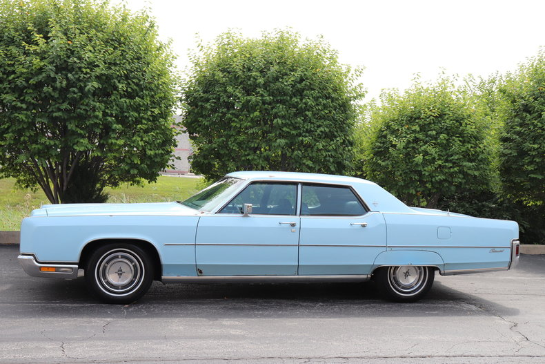56817f4126cb4 low res 1972 lincoln continental
