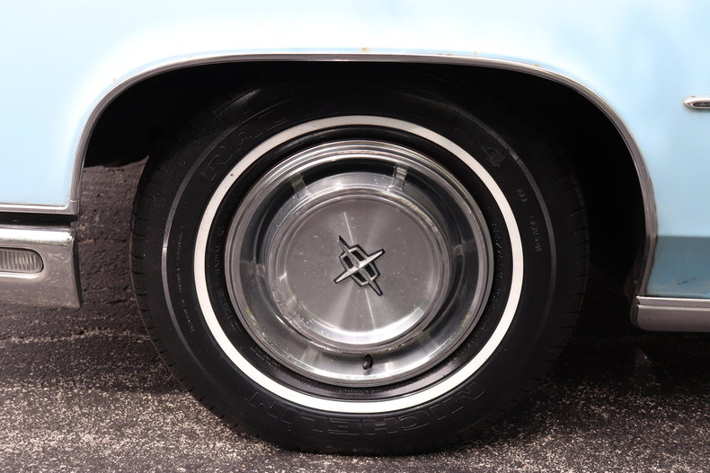 56823d31d9976 low res 1972 lincoln continental