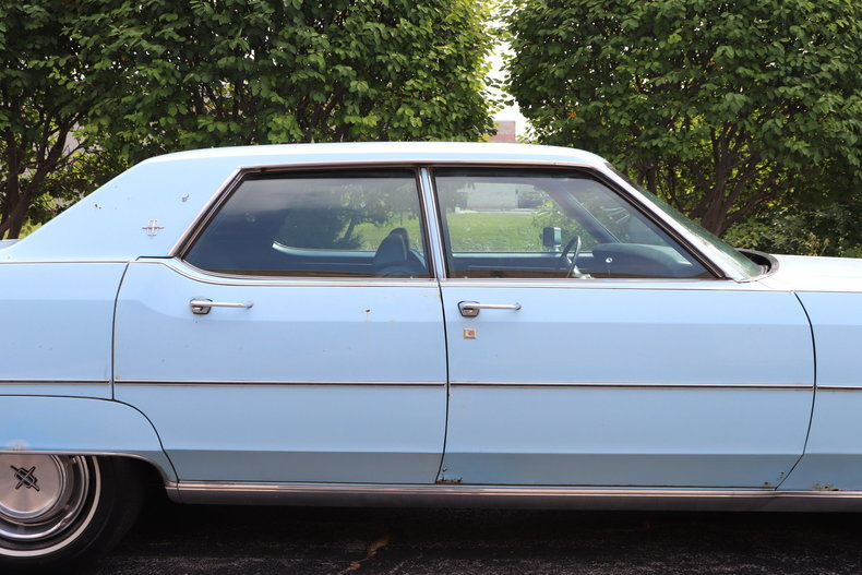 56833d862d499 low res 1972 lincoln continental