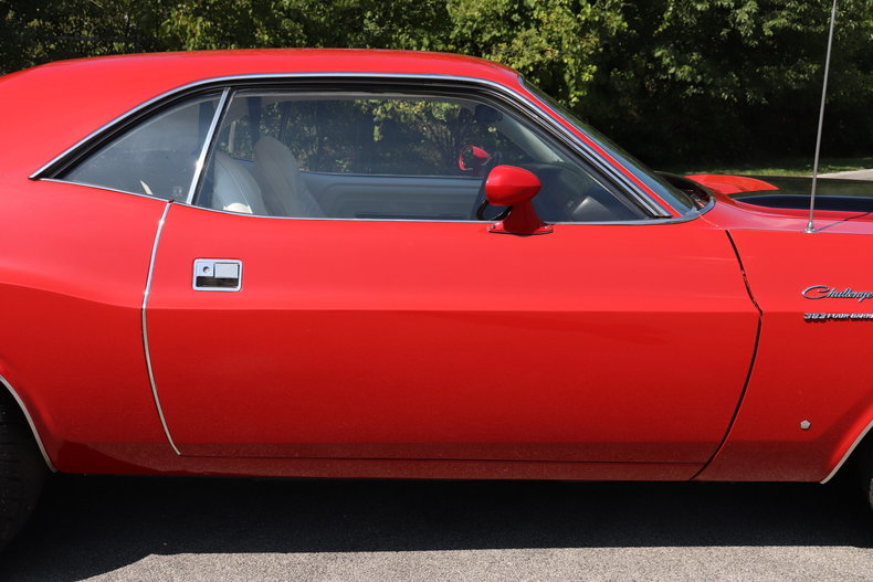 590937dbe1427 low res 1970 dodge challenger