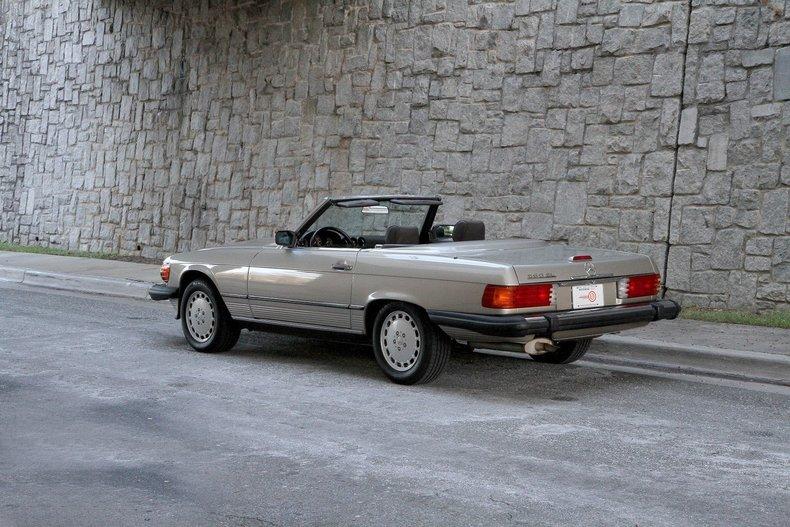 1988 mercedes benz 560 sl motorcar studio for Mercedes benz 560 sl