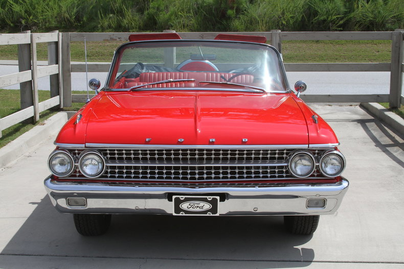 1015849640a1 low res 1961 ford galaxie sunliner