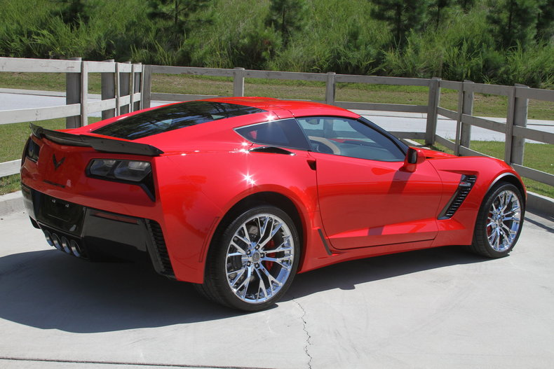 1623247f6050 low res 2015 chevrolet corvette z06 3lz