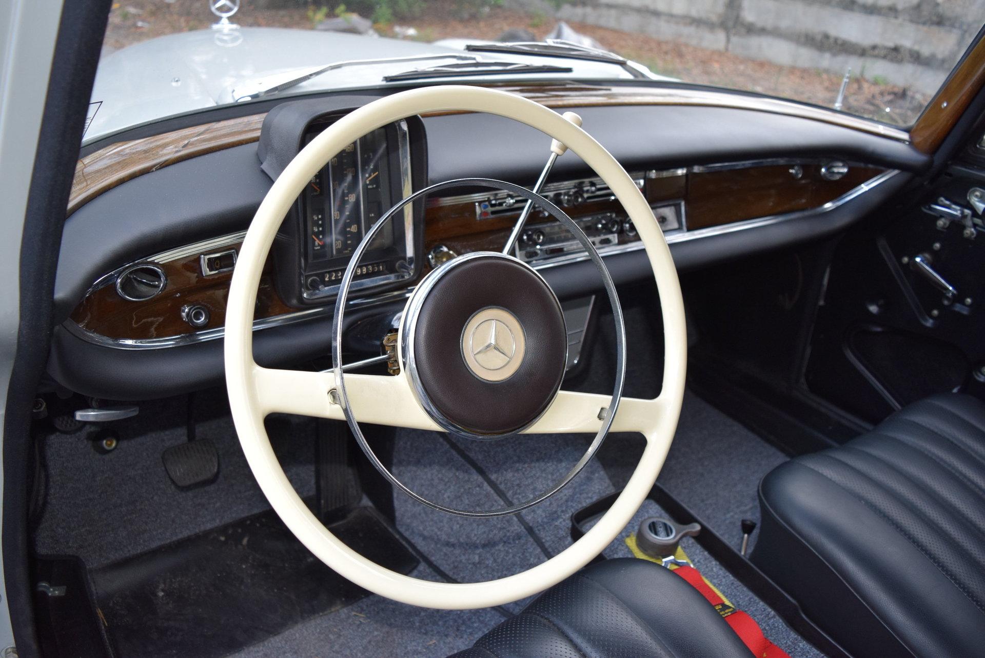 1960 Mercedes-Benz 220SE | Orlando Classic Cars