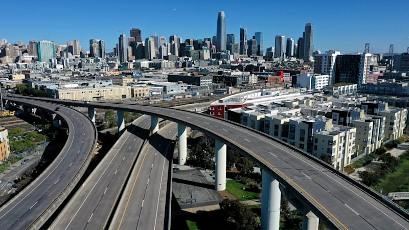 San Francisco's Interstate 280 stands empty in March 2020 as the coronavirus forced people to stay home. Open roads nationwide contributed to more speed-related deaths, NHTSA reports. (Getty Images)