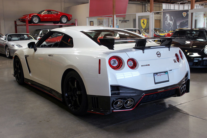 305319a2a2e95 low res 2015 nissan gt r nismo