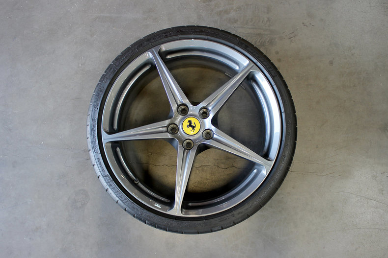 31376e3111825 low res ferrari wheels