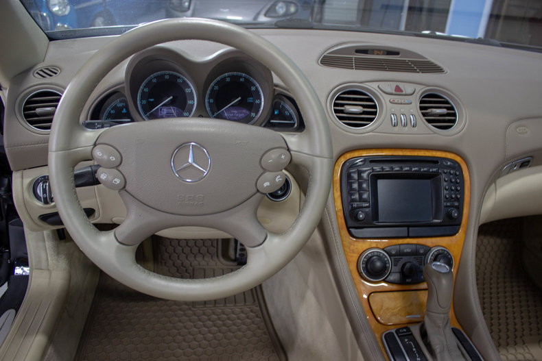 2004 Mercedes-Benz SL500 34