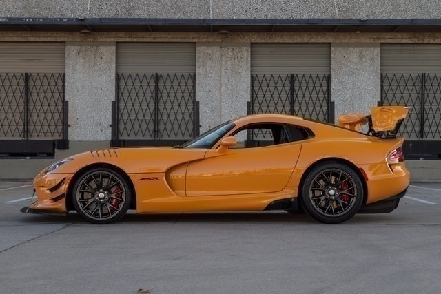 16313e8dbc002 low res 2016 dodge viper acr
