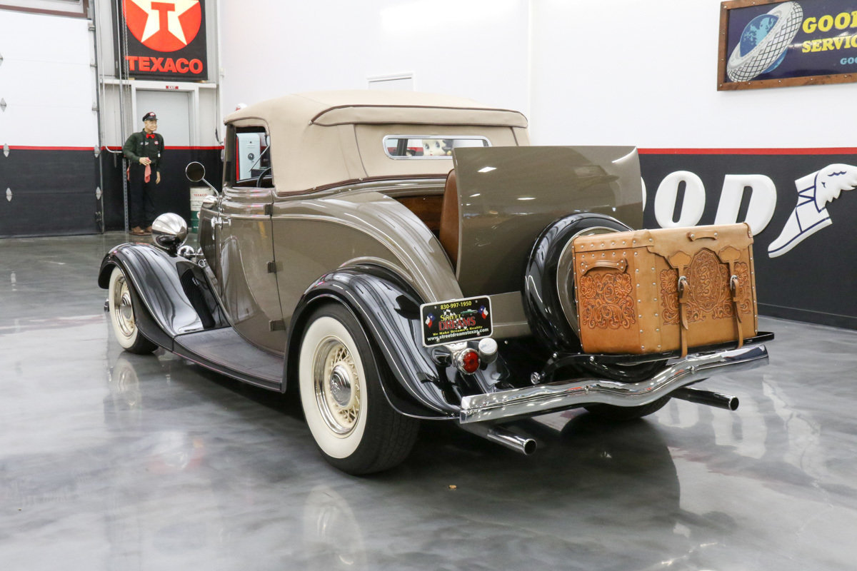 1933 Ford Deluxe 33 Ford Roadster rumble seat glass body but looks ...