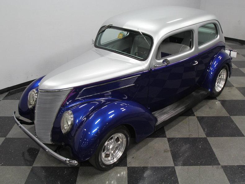 1937 ford 2 door sedan streetside classics classic for 1937 ford four door sedan