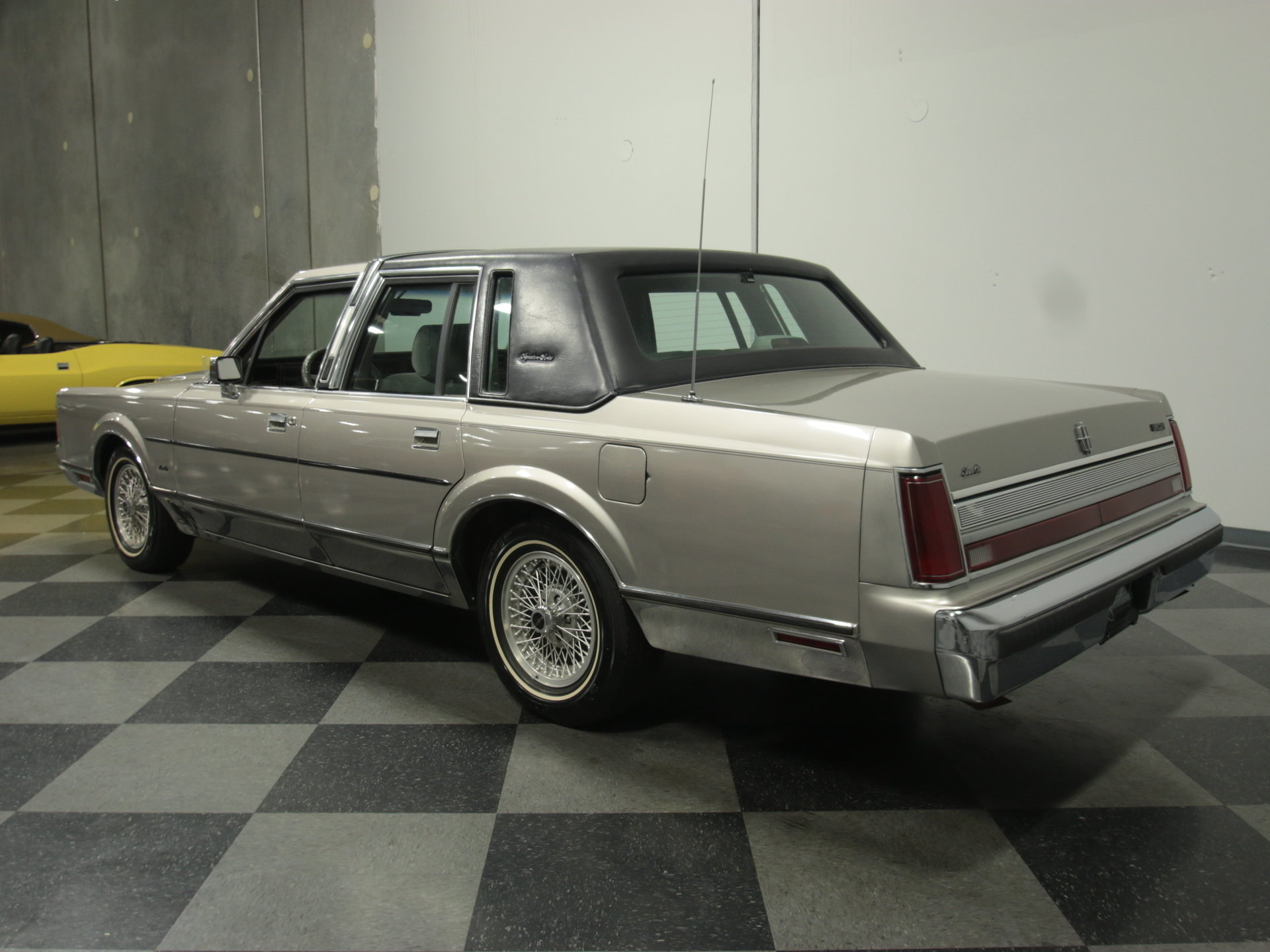 1989 Lincoln Streetside Classics The Nations Trusted Classic On A Town Car Fuse Box You May Also Be Interested In 1947