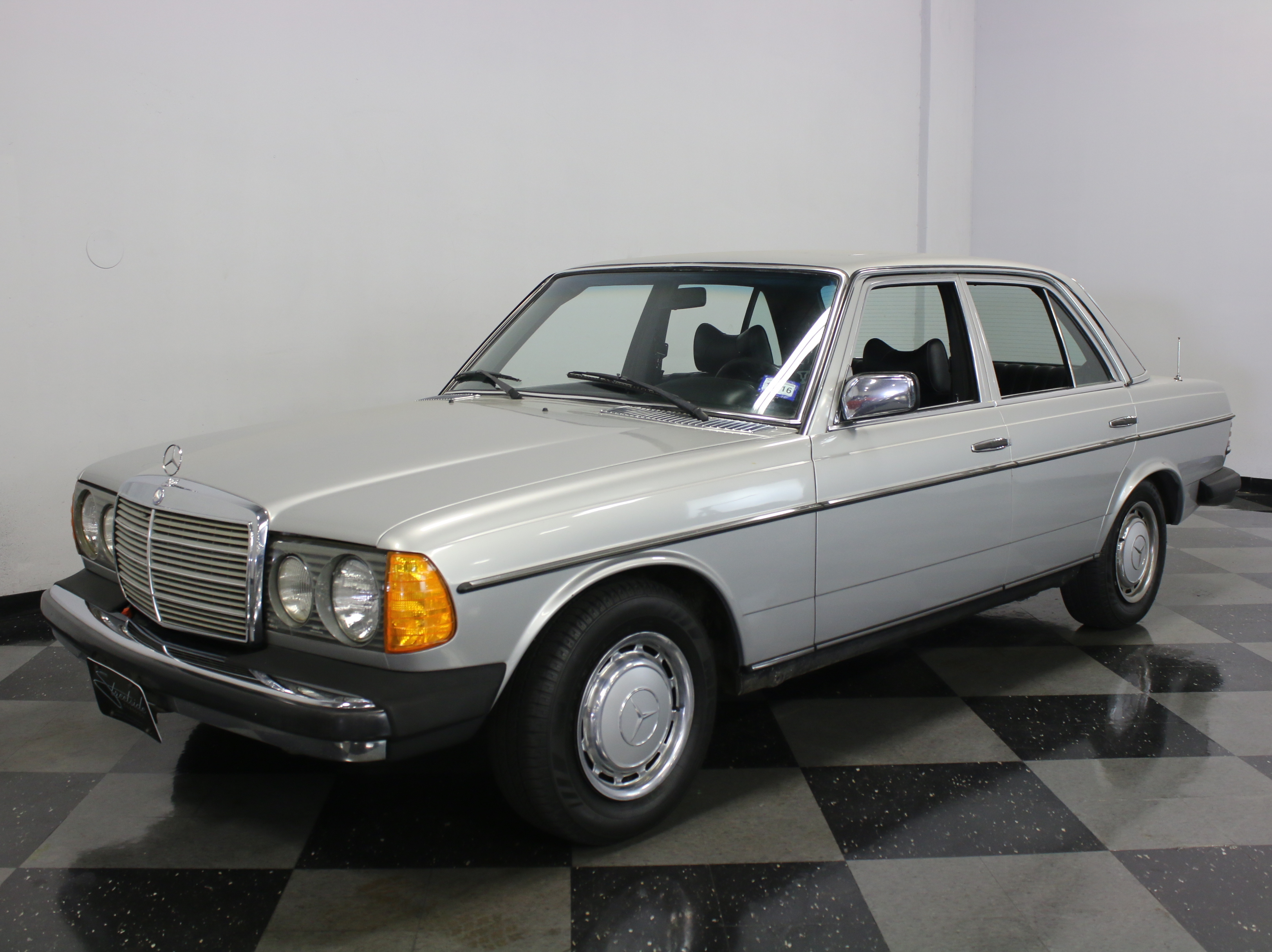 1977 mercedes benz 300d streetside classics the nation for Mercedes benz dallas for sale