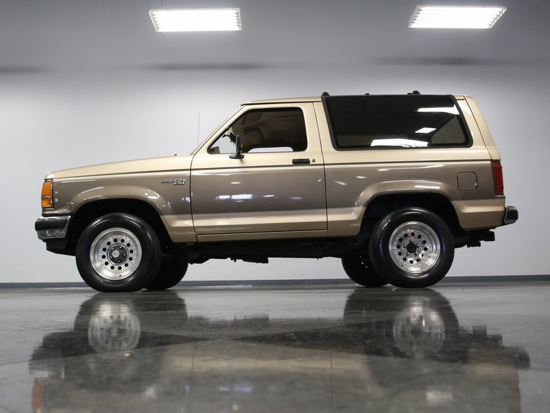 1990 Ford Bronco | Streetside Classics - The Nation's ...
