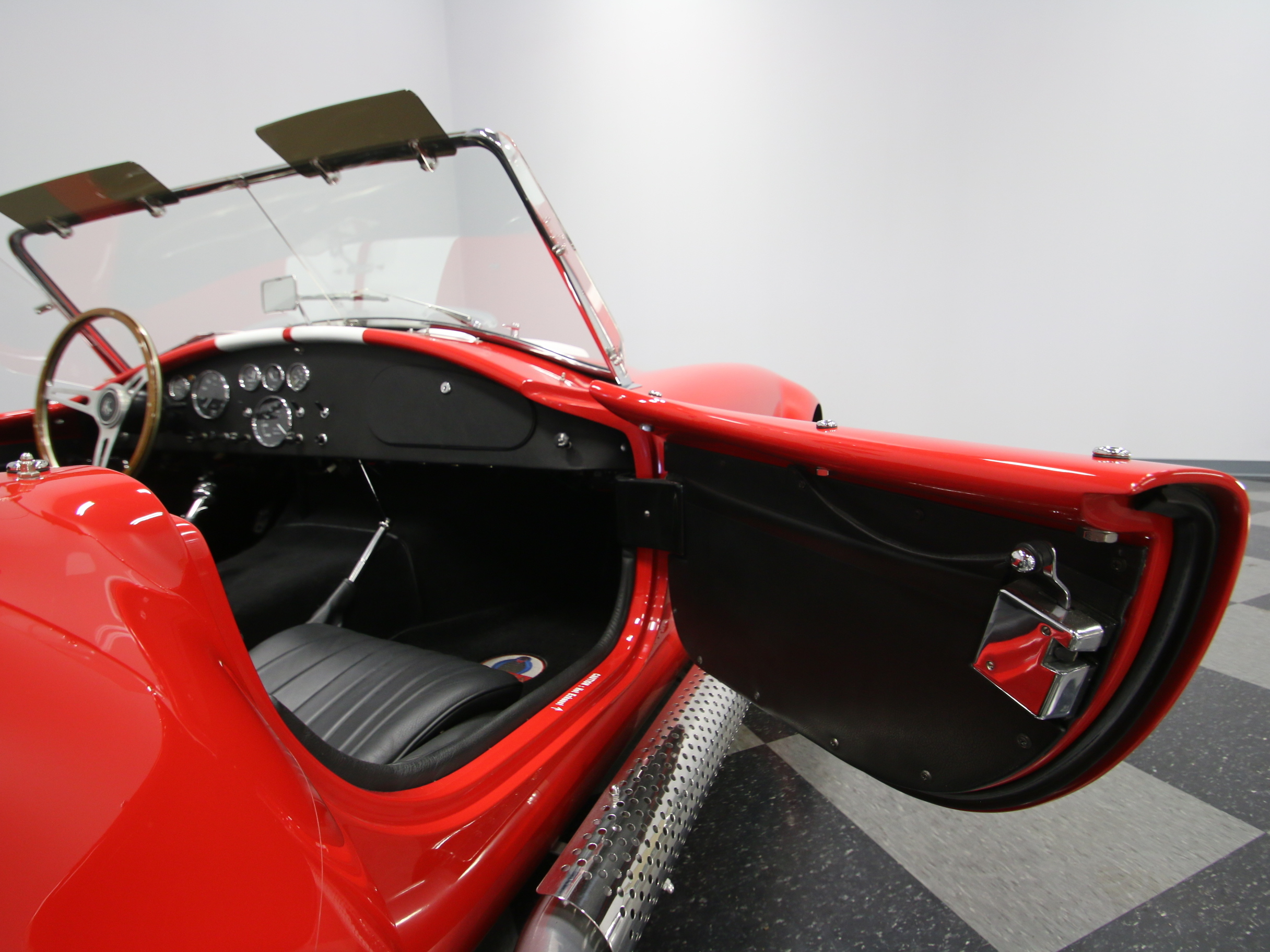 0465-NSH   1965 Shelby Cobra Superformance   Streetside Classics