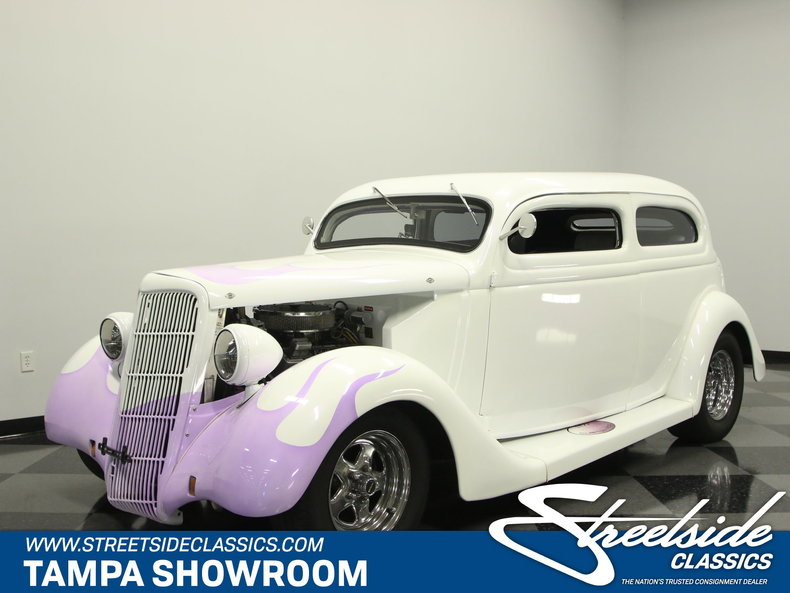 1935 Ford Humback Sedan