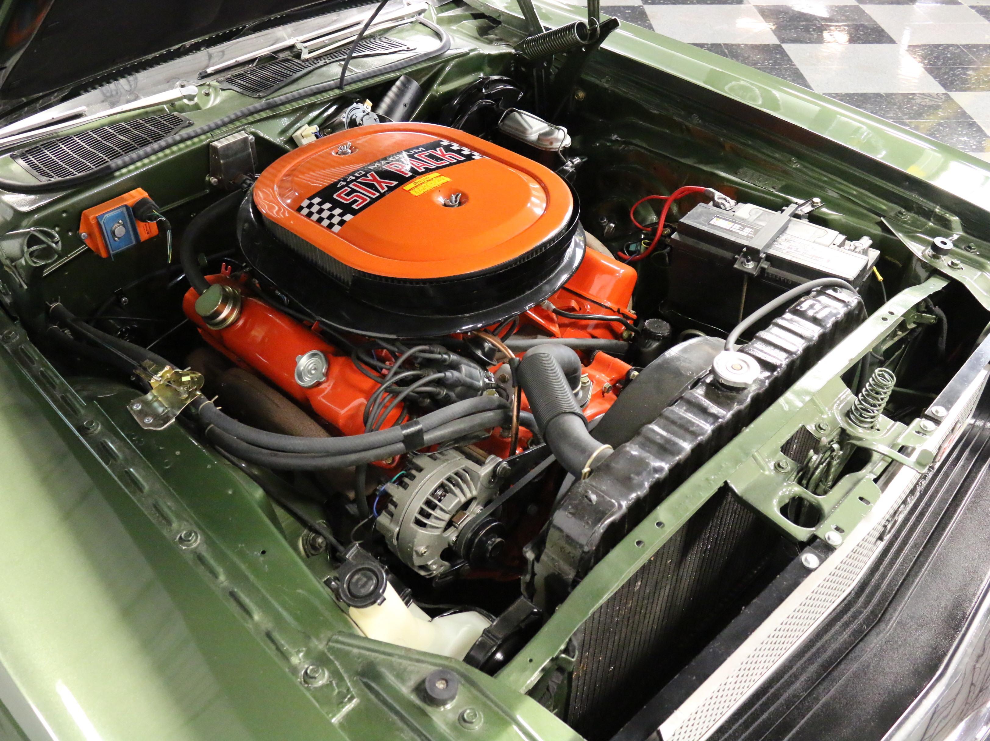 2551-DFW | 1970 Dodge Challenger R/T 440 Six-Pack | Streetside Classics