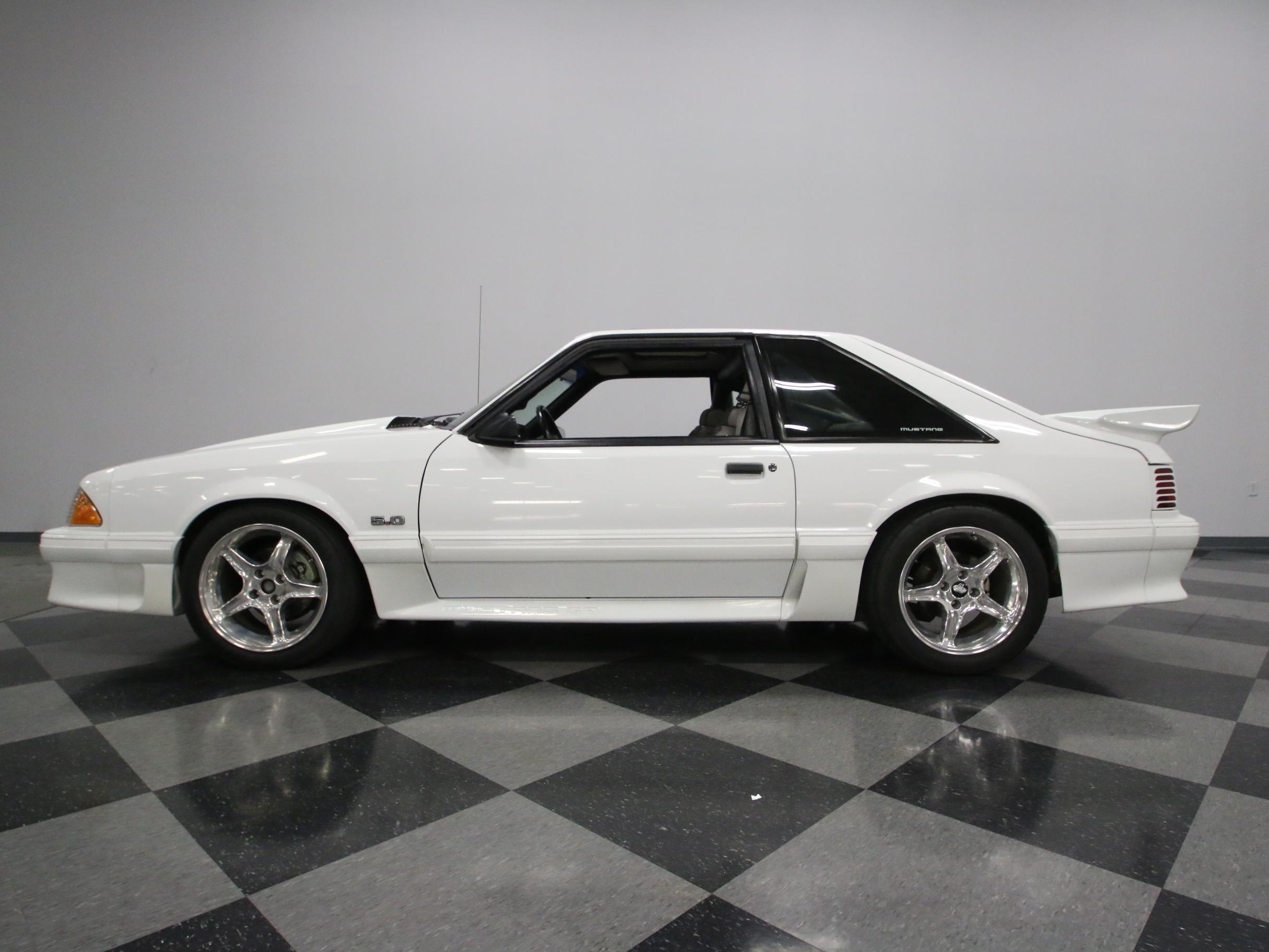 0671-NSH   1990 Ford Mustang GT   Streetside Classics