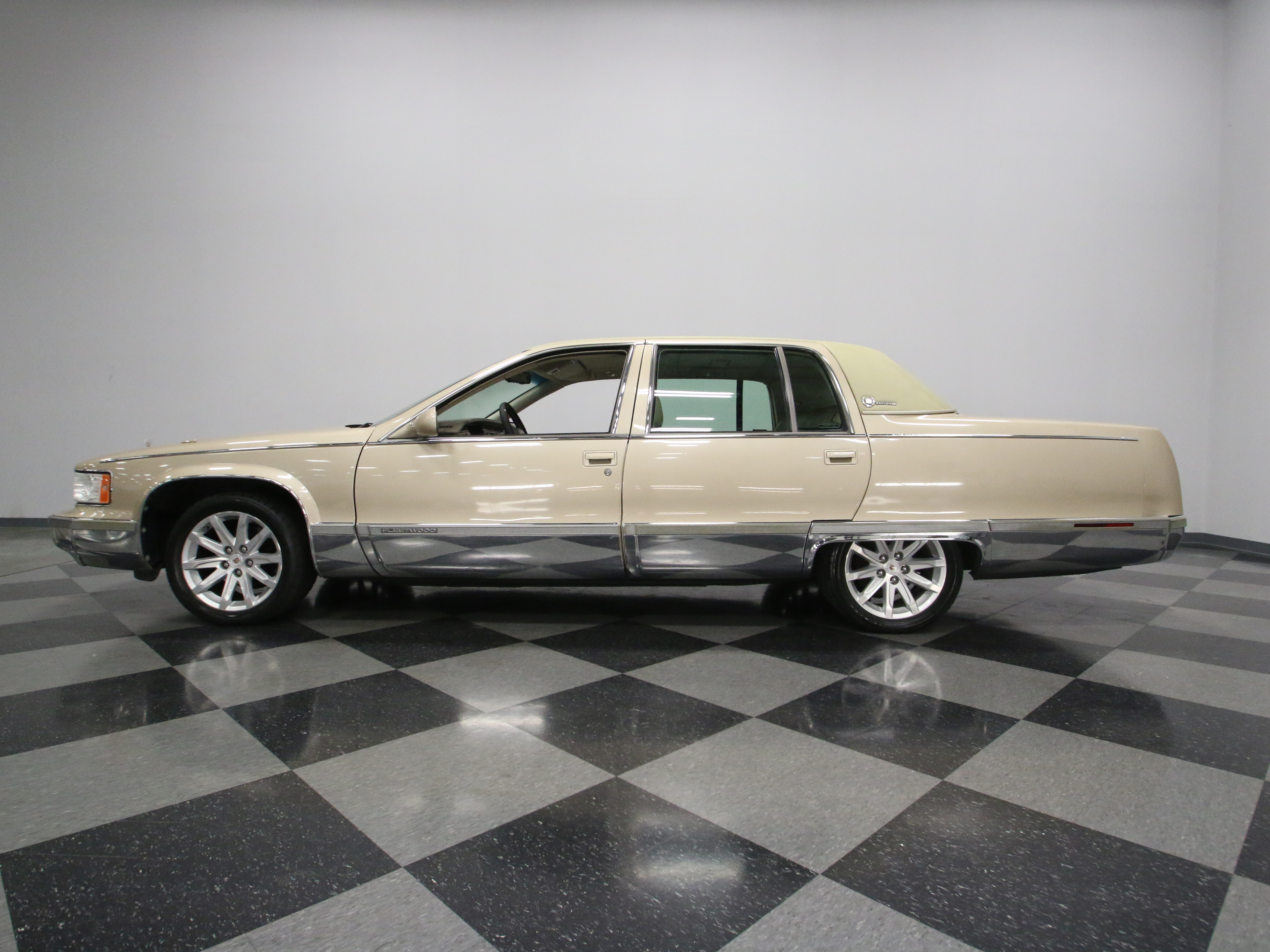 fleetwood photos information momentcar and sale cadillac for