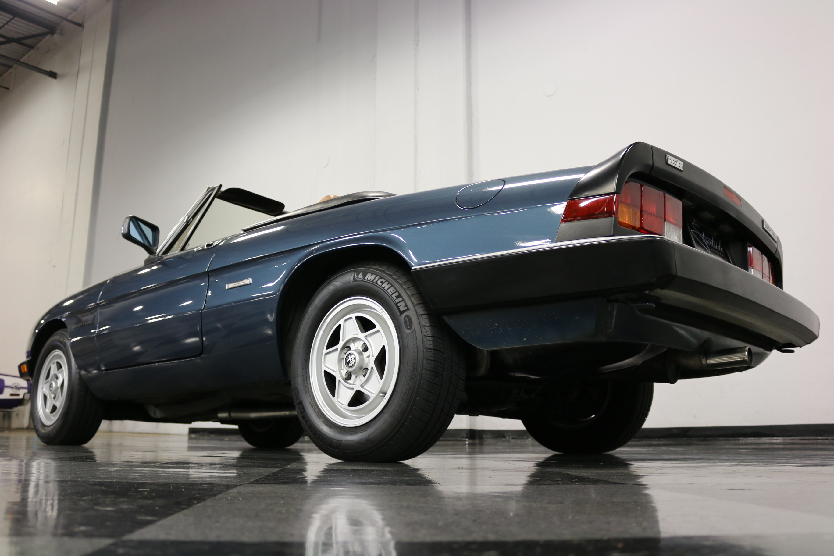 1988 Alfa Romeo Spider Veloce Veloce Convertible 2-Door: BEAUTIFUL SURVIVOR! VERY SOLID TEXAS CAR! ORIG STEEL/PAINT, RARE COLOR, A/C! WOW