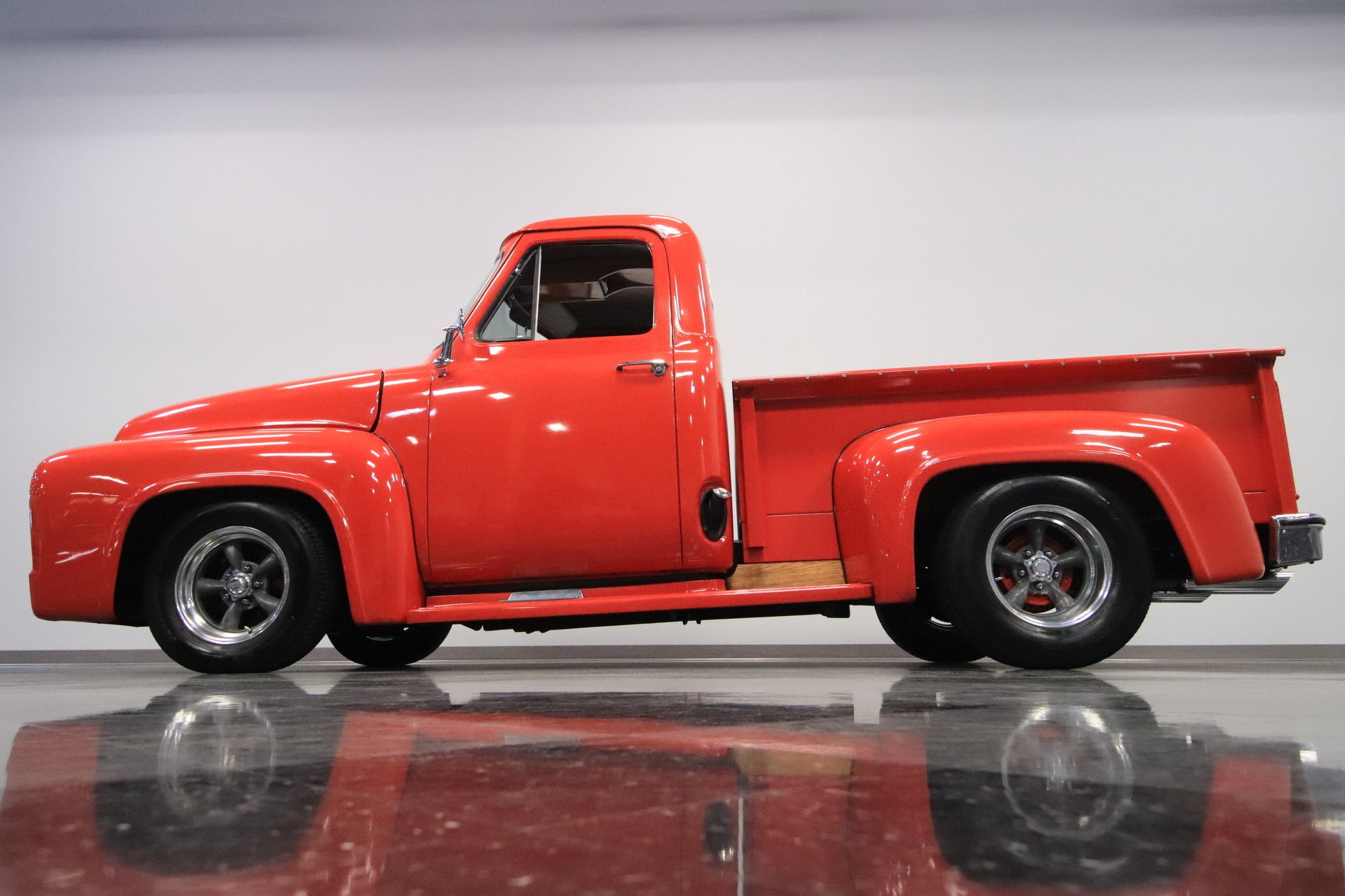 1955 Ford F 100 Streetside Classics The Nations Trusted Classic F100 On 20 Inch Wheels View 360