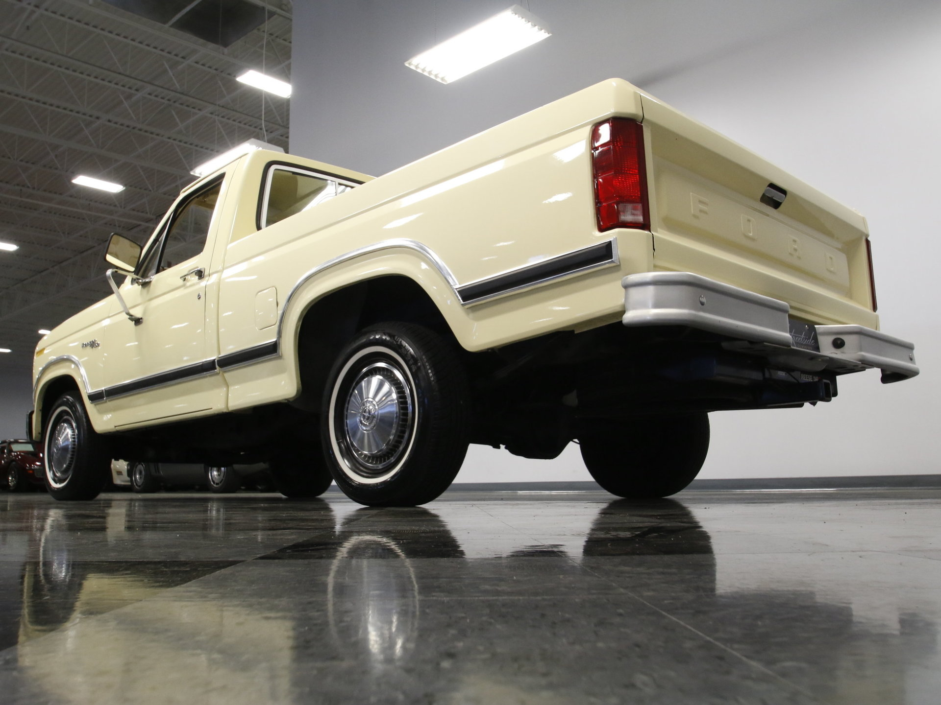 1980 Ford F 150 Streetside Classics The Nations Trusted Classic 4x4 Pickup View 360